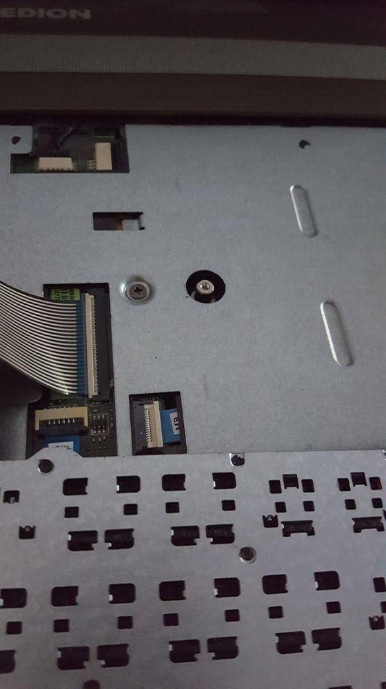 Laptop unter der Tastaur (pin)