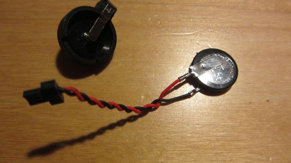 Batteriehalterung und original Batterie ohne Hülle