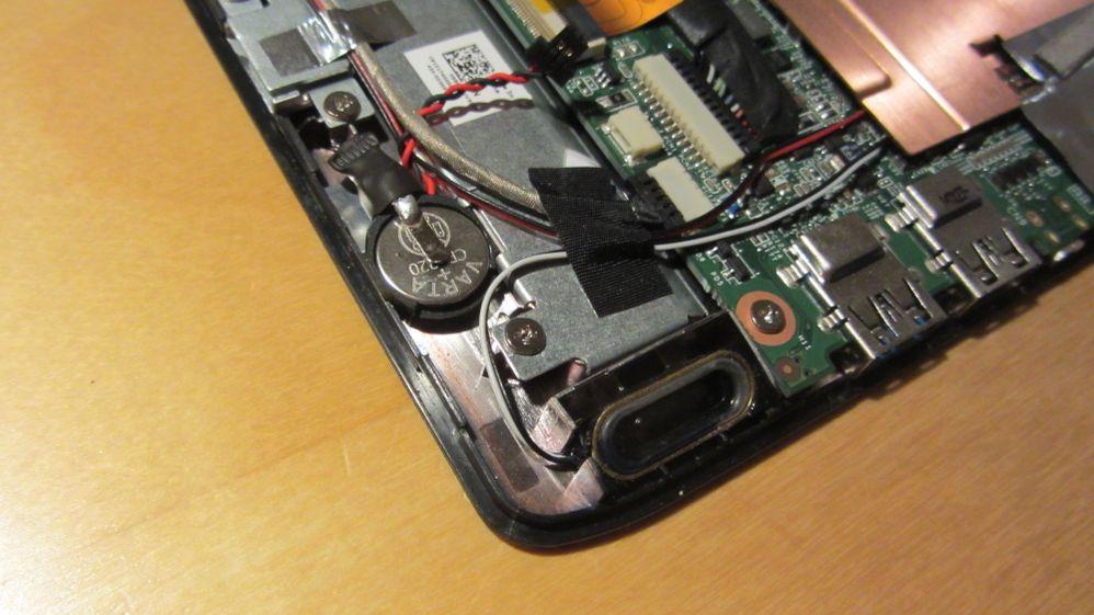 eingepasste Batteriehalterung mit Batterie